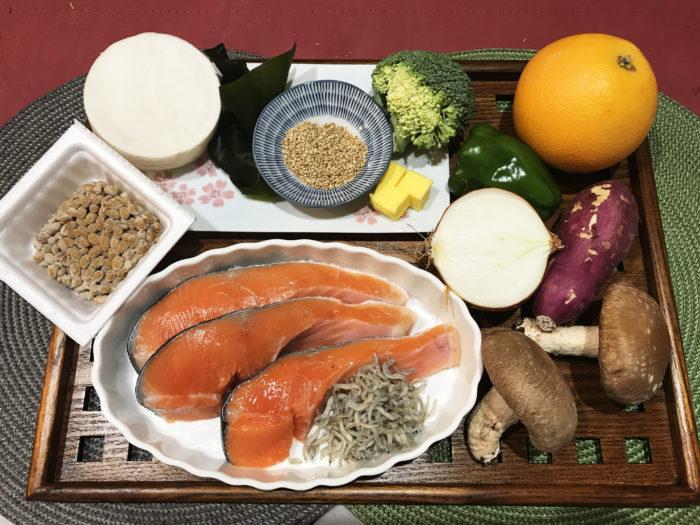 ヴィッセル神戸寮母・村野明子さんのセブンルール「盛り付けはワンプレート」5色健康法 鮭のホイル蒸し