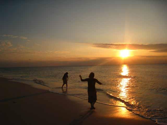 宮古島 長間浜に沈む夕陽 美しすぎる景色