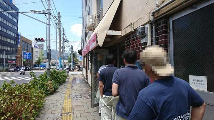 マドゥバニ 12時に店の前にできる行列