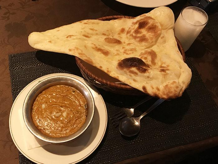 インド料理ビスヌ長崎店 ナンとシュリンプカレー