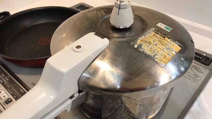 イノシシカレーのレシピ 第二工程 圧力をかける