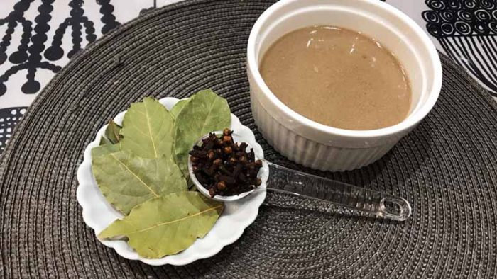 イノシシカレーのレシピ クローブとローリエ