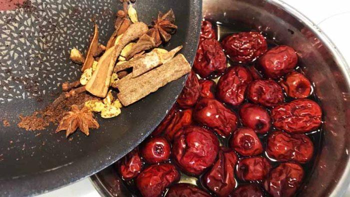 なつめとクコの実の薬膳コンポート 漢方は乾煎りしてから加える
