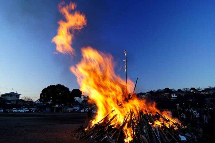しめ縄の処分は「どんど焼き」や「お焚き上げ」のイメージ