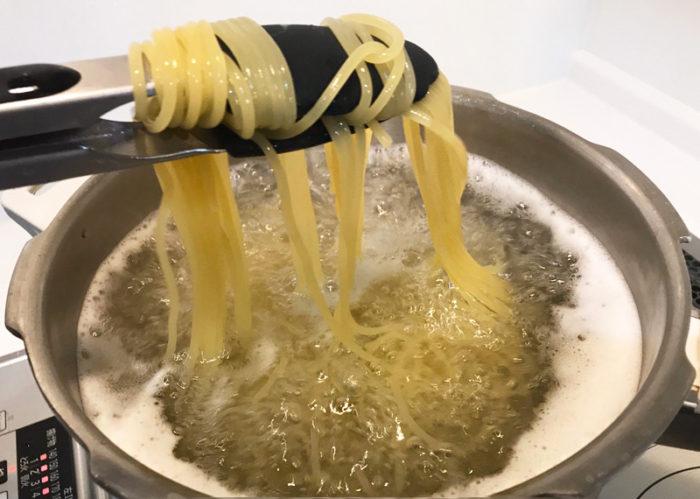 釜あげ生パスタ ぱすたろう テイクアウト 麺を混ぜる