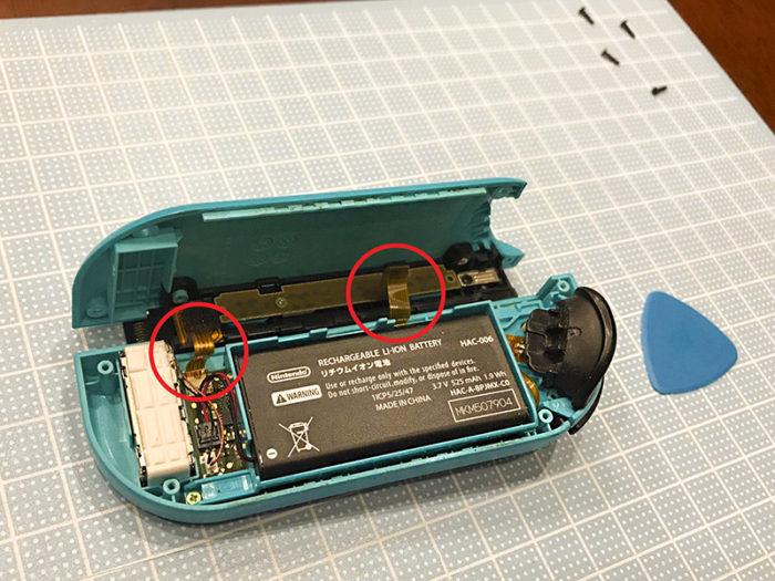 任天堂スイッチ 左のジョイコン(水色)修理 カバーが外れた中身