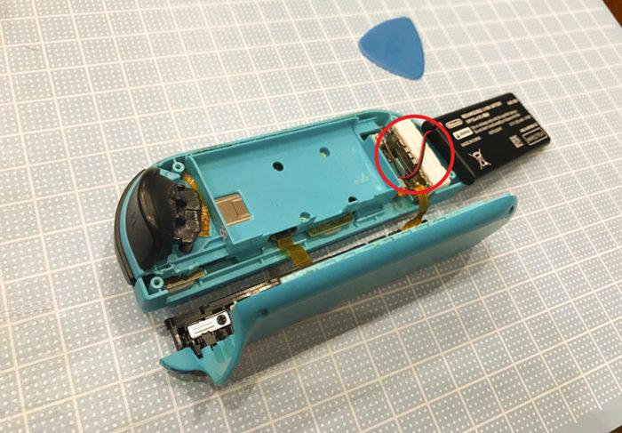 任天堂スイッチ 左のジョイコン(水色)修理 バッテリーをよける