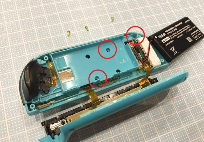 任天堂スイッチ 左のジョイコン(水色)修理 内側のカバーを外す